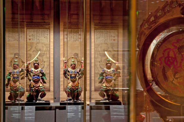 Exposition «Le bouddhisme de Madame Butterfly. Le japonisme bouddhique». Scénographie Atelier de scénographie Pascal Payeur, Paris / Photo ; MEG, V. Tille