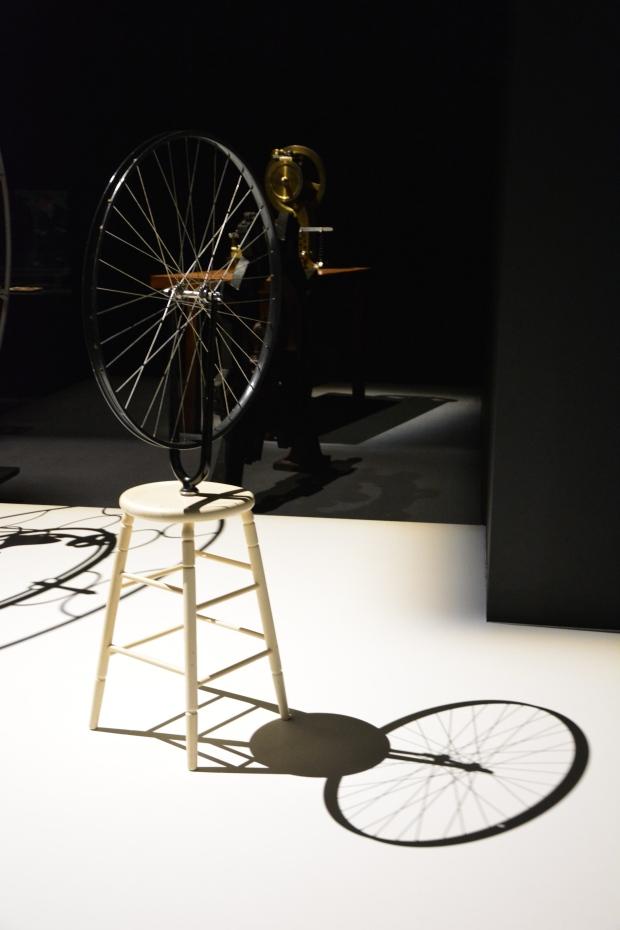 Marcel Duchamp (1887-1968). Rueda de bicicleta (1913-1964). Metal, madera pintada. Centro Pompidou. París.