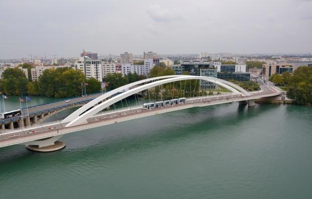 VIsta desde una terraza del Musée des Confluences. El Tranvía lleva directamente al museo desde las dos principales estaciones de tren de Lyon.