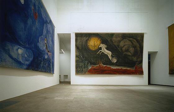 Presentación de dos telones de fondo de Chagall en el Museo de Aomori, Japón.
